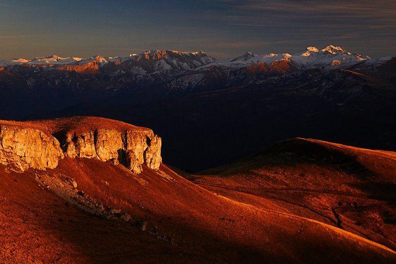 Главный Кавказский хребет на закате.photo preview