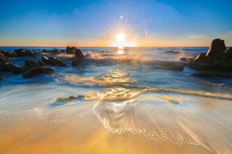 Wave in sunrisephoto preview