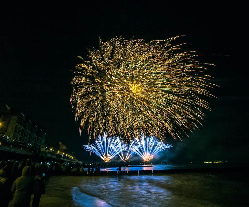 фейерверк над морем. Фестиваль фейерверков в Зеленоградске.photo preview