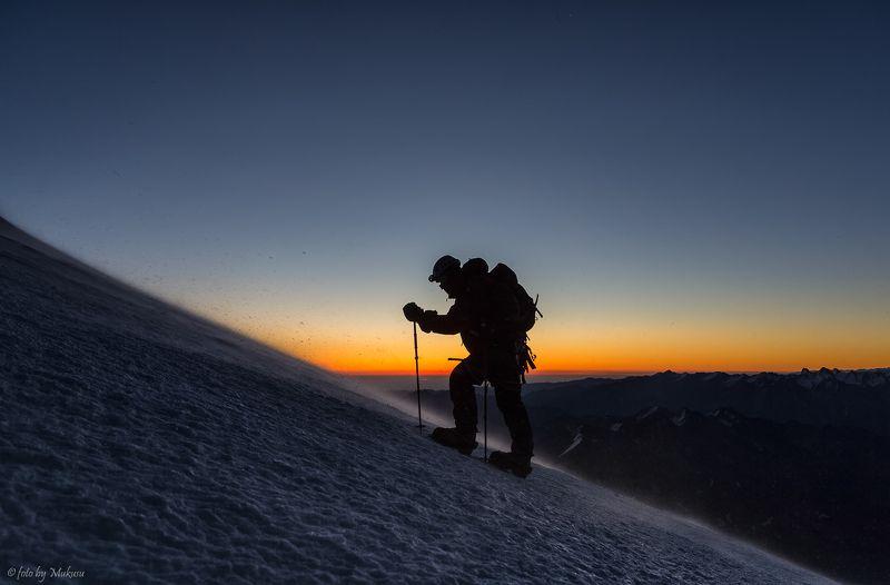 эльбрус, пейзаж, путешествие, горы, рассвет, альпинизм, кавказ Восхождение на Эльбрусphoto preview