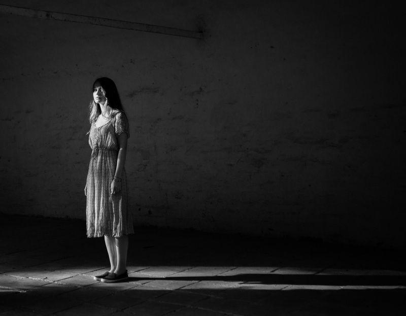 девушка,черно-белое фото,тень Этапphoto preview