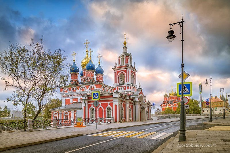 варварка, георгиевская церковь, москва, утро Улица Варварка утром. Москваphoto preview