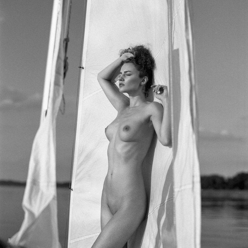 akt, nude, analog, women, hasselblad, ninoveron, topless, sun, bw, 6x6, Agaphoto preview