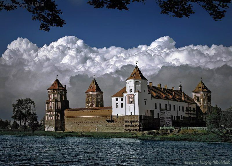 беларусь, мир, замок, дворец, архитектура Воздушная линия обороны, после грозыphoto preview