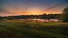 закат у реки