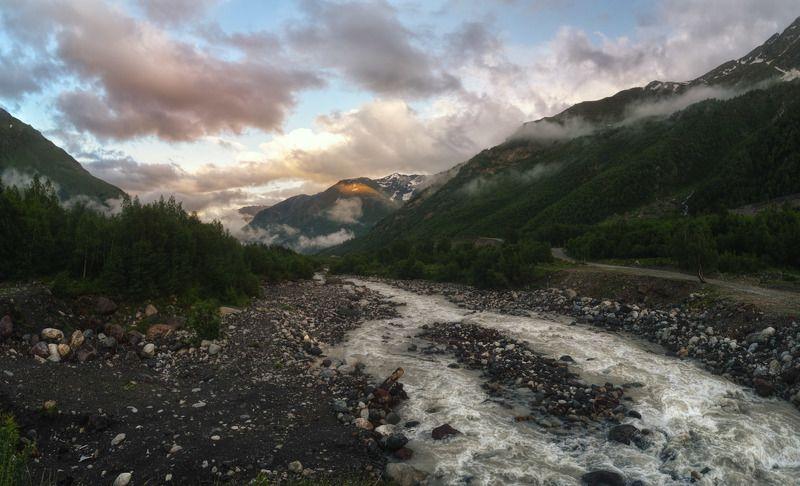 баксан, приэльбрусье, кавказ, азау, терскол Холодный вечер на горной рекеphoto preview
