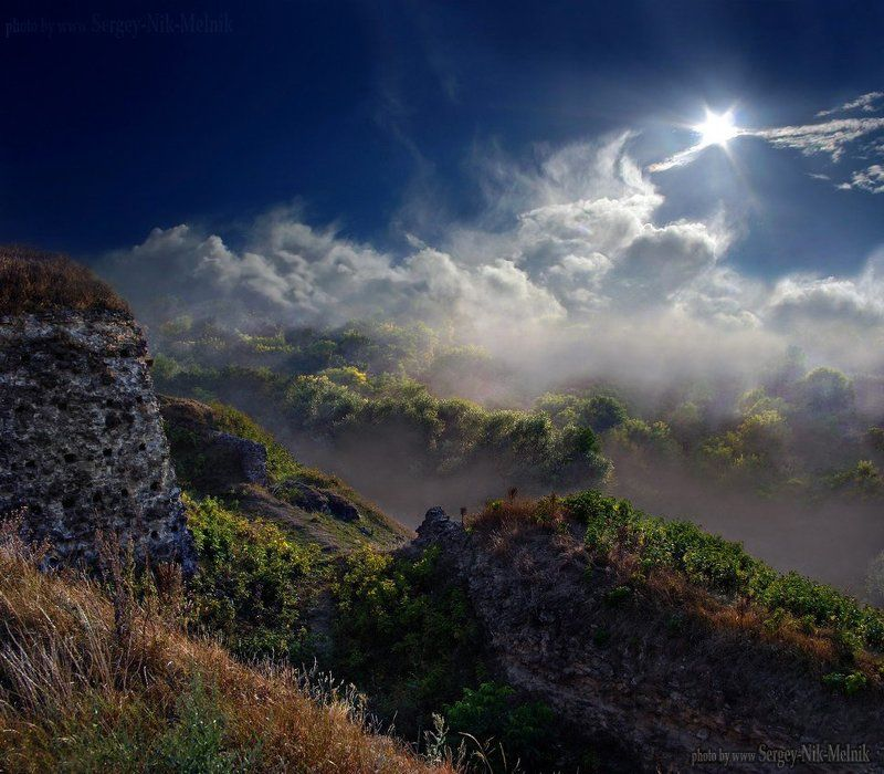 украина, хотин, замок, крепость, дымка, солнце, небо ...где-то там... на верхуphoto preview