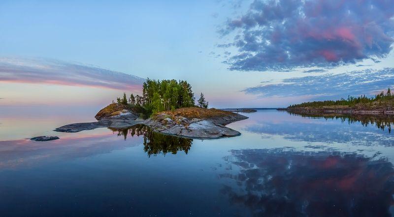 ладожское озеро, карелия, шхеры, лето, лес, берег, фототур, остров, путешествие, плавание, вода, отражение, берёзы, рассвет, заря, облака. Кометаphoto preview