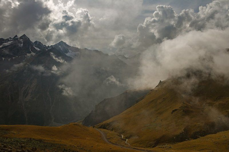 горы разливается туман...photo preview