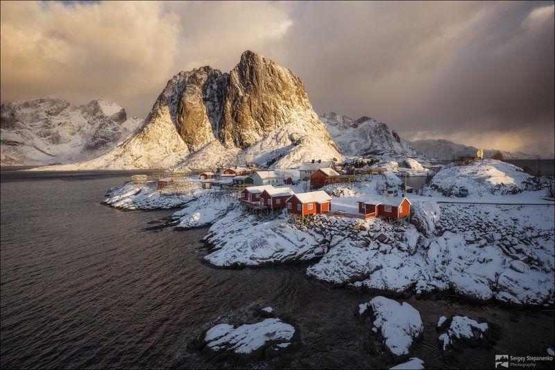 Арктический день в деревушкеphoto preview