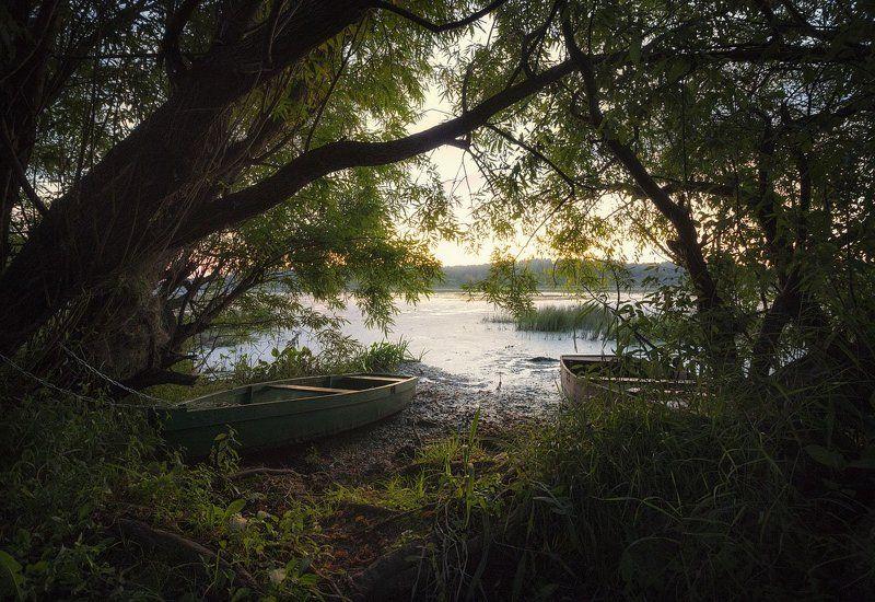 озеро, закат, солнце, лодка, облака, вечер Усталый день и отдыхают корабли...photo preview