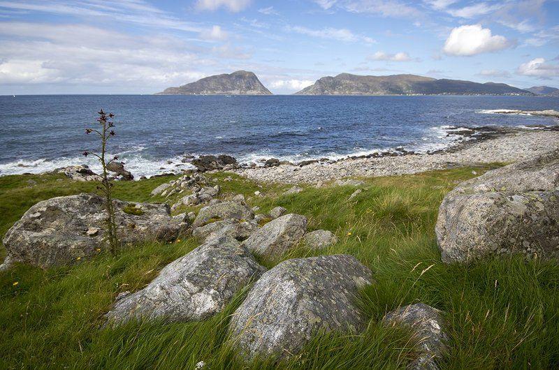 норвегия, скандинавия Камни на берегуphoto preview