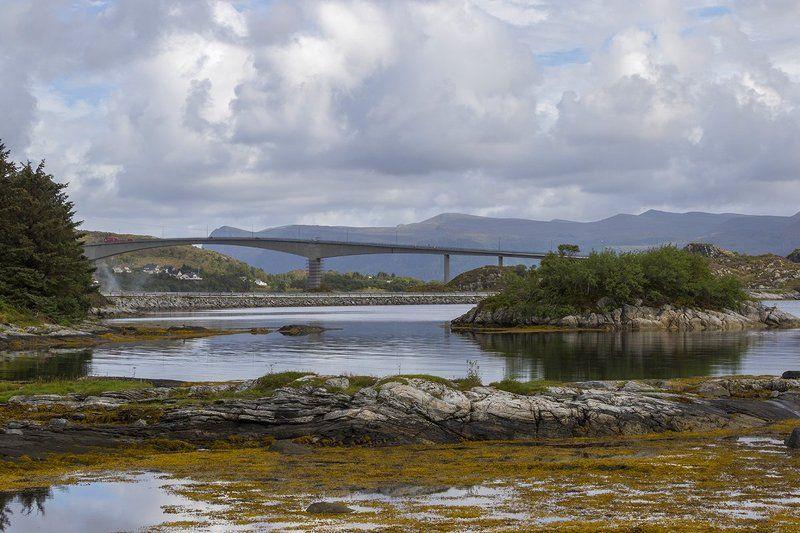 норвегия, скандинавия Пейзаж с мостомphoto preview