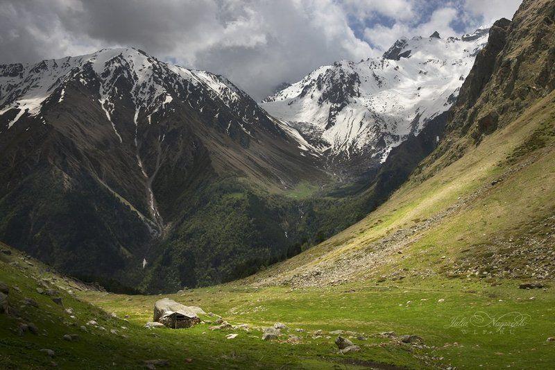 Кавказ, горы, Кабардино-Балкария Хижина пастуха  /  Shepherd\'s hutphoto preview