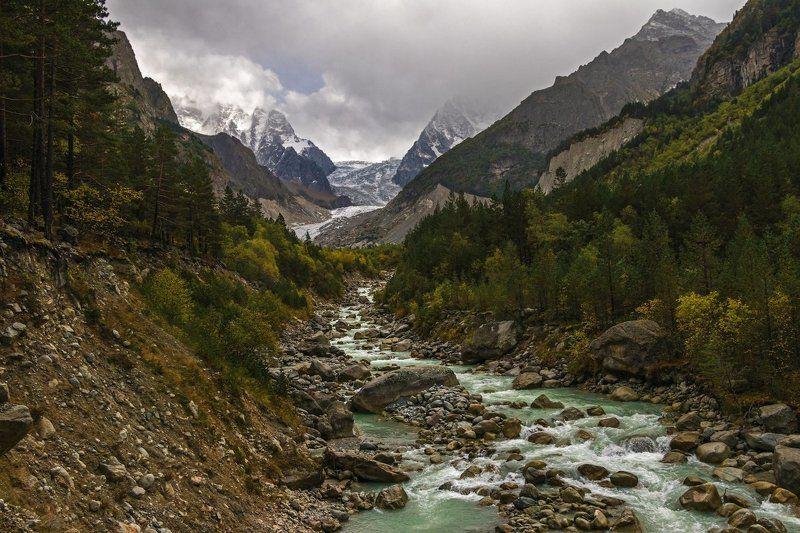 горы, река поет не смолкая горная река...photo preview