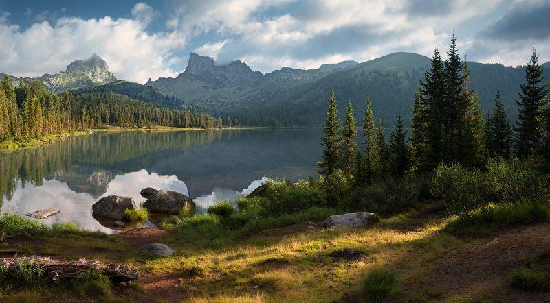 природа, пейзаж, горы, Ергаки, Саяны, скалы, утро, большой, красивая, озеро, камни, берег, лес, холодный Утро на озере Светлоеphoto preview
