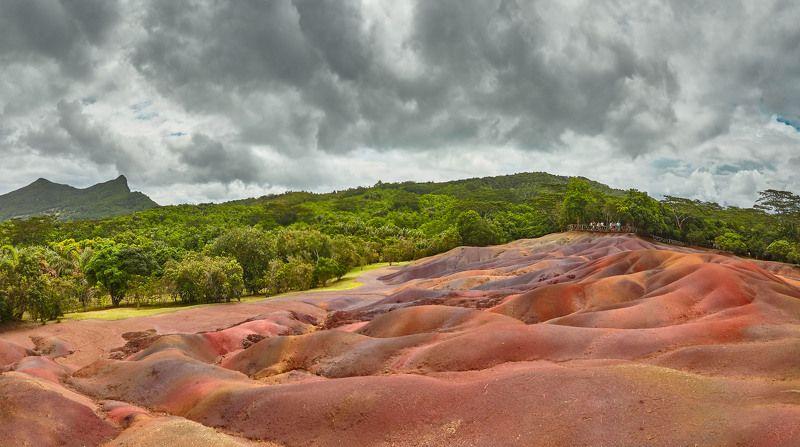 Радужные пески Маврикия – одно из самых красивых и удивительных природных явлений на нашей планете. Чудо цветных песков состоит не только в их окраске, но и в том, что они никогда не смешиваются между собой. Шамарель . Панорамаphoto preview