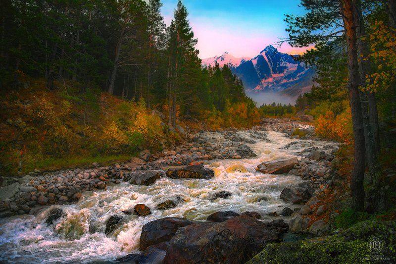 Осенний рассвет у горной рекиphoto preview