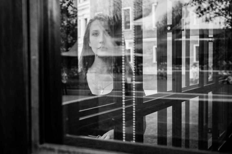 портрет,девушка,стекло Сентябрьская деваphoto preview