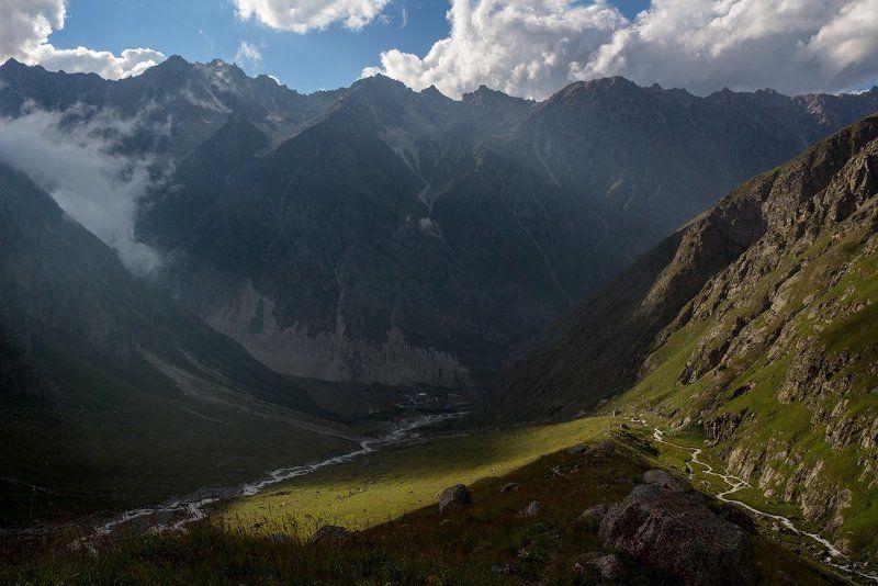 горы, закат луч солнца обозначил путь...photo preview