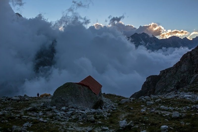 горы, закат вечер на хижине Укю...photo preview