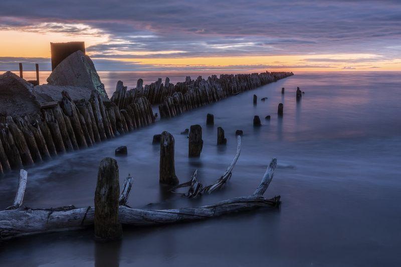 белое, море, берег, старый, волнорез, закат, волны, песок, дерево, осень Старый волнорезphoto preview