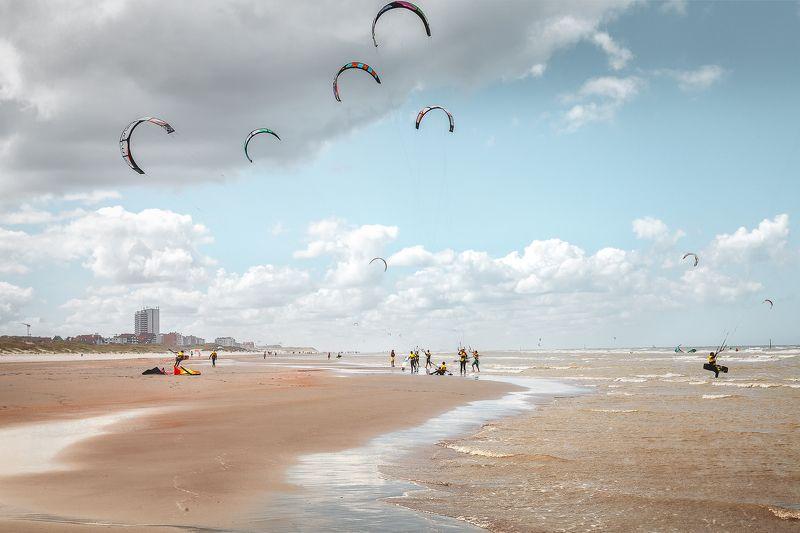 пляж, море, небо, облака, ветер, кайт, люди, кайт борд, бельгия *В ожидании ветра*photo preview
