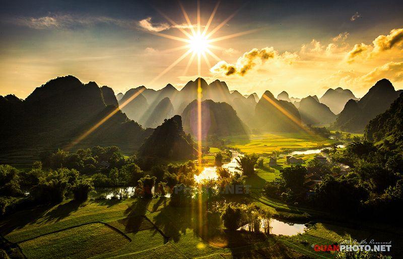 quanphoto, landscapes, sunset, sundown, sunlight, rays, sunstar, #flare, #rice, #fields, #farmland, #agriculture, #harvest, #caobang, #vietnam Autumn Sunlightphoto preview