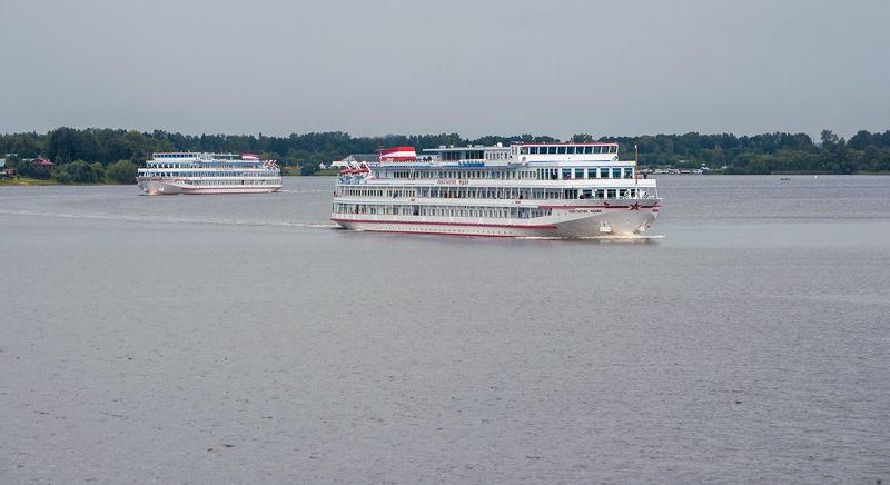 река, волга, корабли, волны, блики на воде, калязин Из жизни кораблейphoto preview