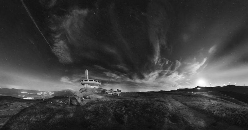 Бузлуджа, лунны восход,луна, ночь, звездное небо Восход Луны.photo preview