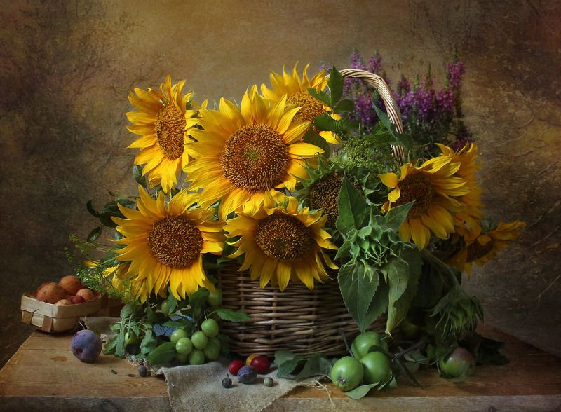натюрморт, цветы, марина филатова, подсолнухи, яблоки Натюрморт с подсолнухами и фруктамиphoto preview