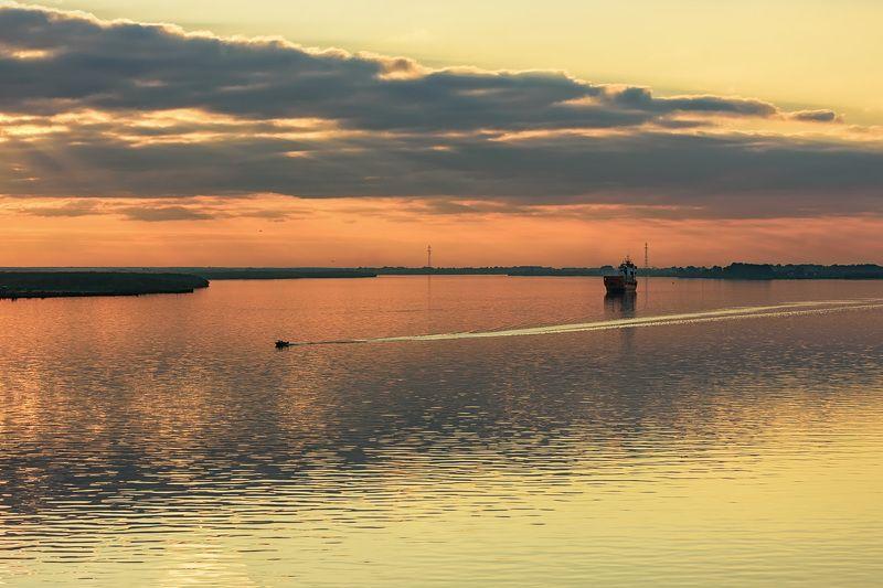 осень река северная двина закат волны корабли лодка Лимонный закат над Северной Двинойphoto preview