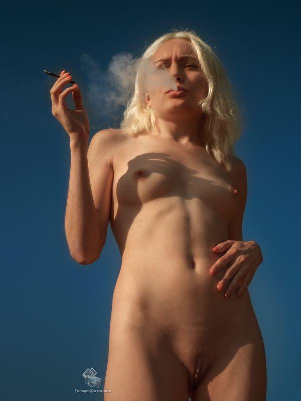 art nu,  photo, photography, eroticism, sexual, artistic erotica, girl,   naked body, nude, nu, топлесс, сигарета, фотохудожники, художественная   фотография, ретушь, курение, эротика, ню, обнажённое тело, топлесс,   сексуальность, фотосессии в краснодаре Перекурphoto preview