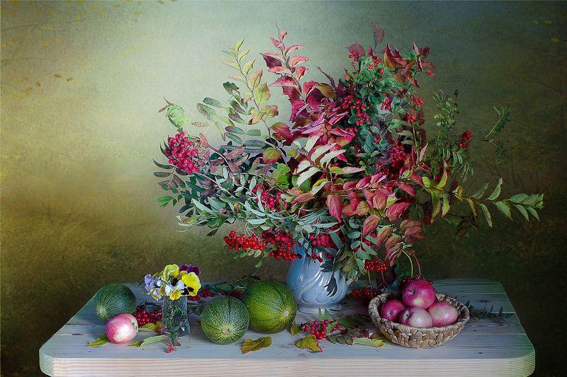 осень,дыни,ягоды,яблоки,листва,осень,вера павлухина, С осенней листвойphoto preview