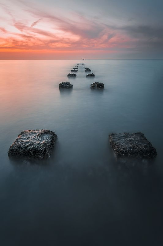 море, закат, старый пирс, камни, солнце, вода, перспектива, шаг за шагом, *Step by step*photo preview