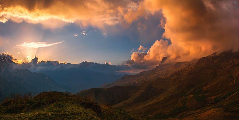 природа, пейзаж, кавказ, горы, весна, вечер, панорама, закат, солнце, небо, облака, свет Дигорияphoto preview