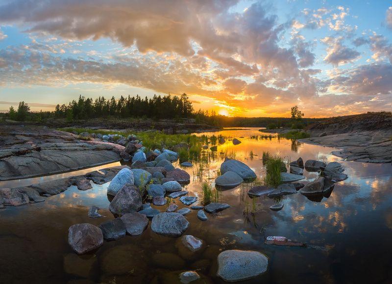 ладожское озеро, карелия, шхеры, лето, берег, фототур, остров, путешествие, плавание, вода, отражение, облака, закат, трава, скалы, камни, Картинный закатphoto preview