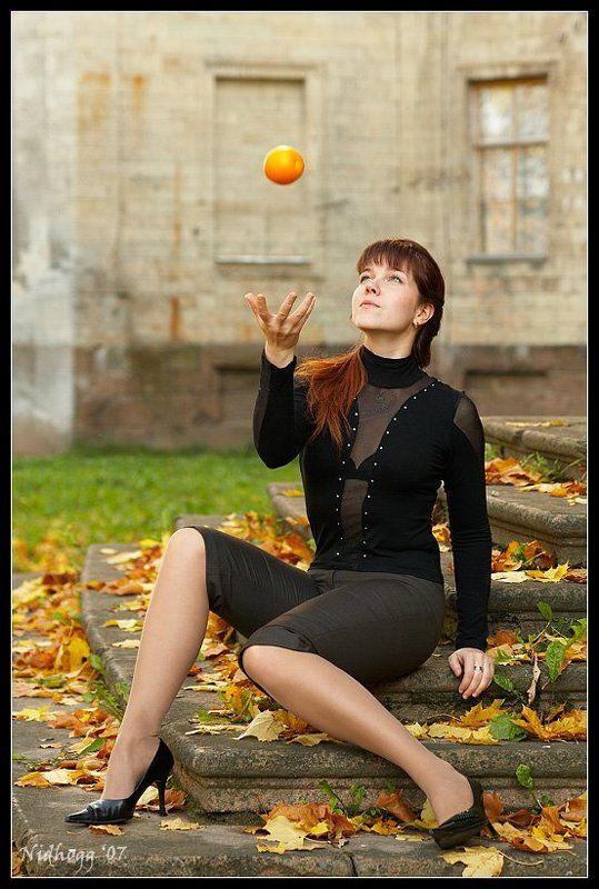 осень, девушка, апельсин ...photo preview