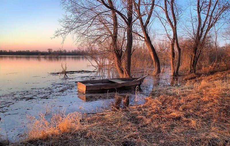 природа, пейзаж, весна. река, берег, лодка, деревья, вечер, закат На берегу этой тихой реки...photo preview