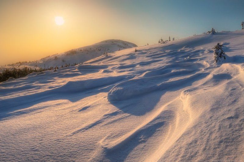 второе, мая, май, весна, сихотэ, алинь, горы, снег, вершина, гора, лысая, фирн, рассвет, холод, ветер, лазовский, район, турист, путник, backpacking Искрящаясяphoto preview