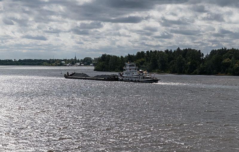 река, волга, волны, блики на воде, корабль, лодка, калязин Шесть мгновений из жизни большой рекиphoto preview