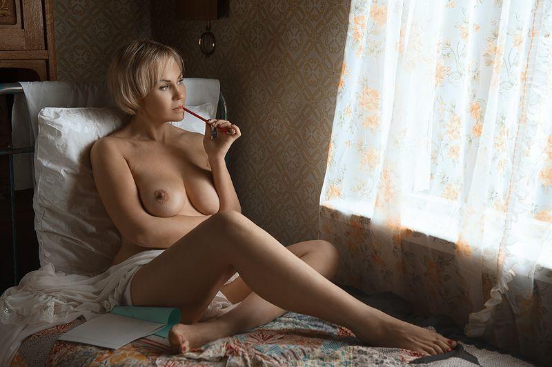 ню, девушка, грудь, обнажённая,окно, винтаж, кровать Письмоphoto preview