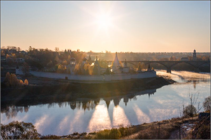 Россия, Тверская облЮ Старица Осеннего солнца лучиphoto preview