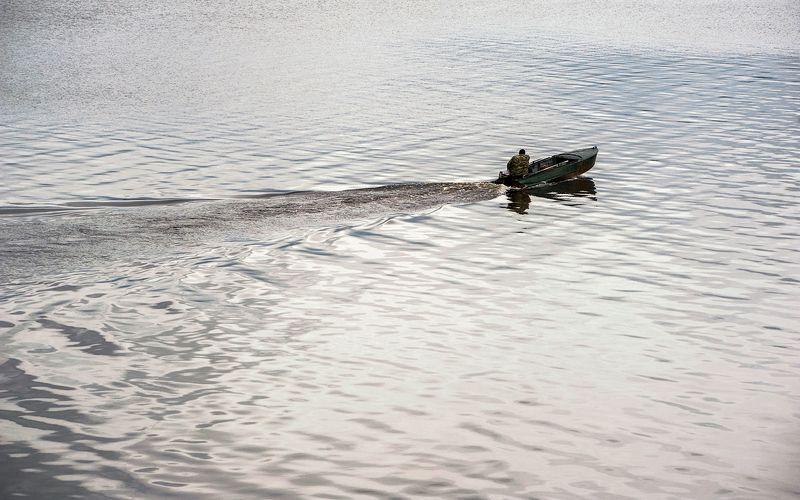 река, волга, волны, лодка, отражения, калязин Про магию рассеянного светаphoto preview