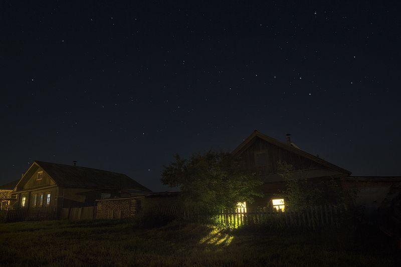 звезды, ночное небо, созвездия, дом, леревня Большая Медведица ходит кругом...photo preview