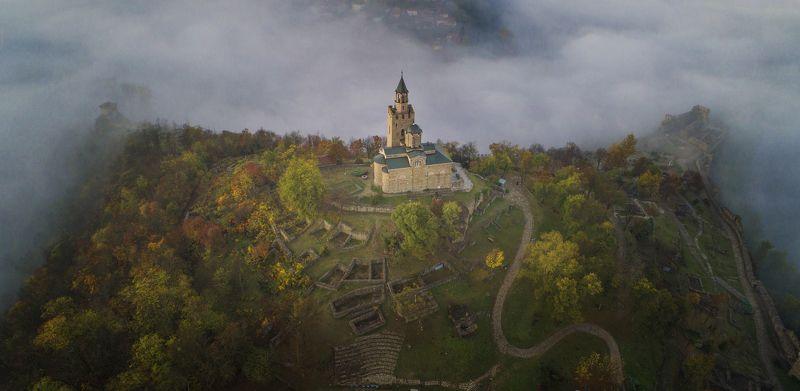 Облака,Царевец,холм,крепость,Велико Тырново,осень,древность Шепот времен.photo preview
