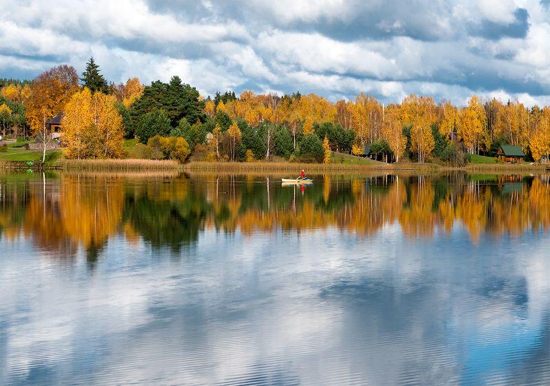 autumn,fishman,boat,lake Autumn fishingphoto preview