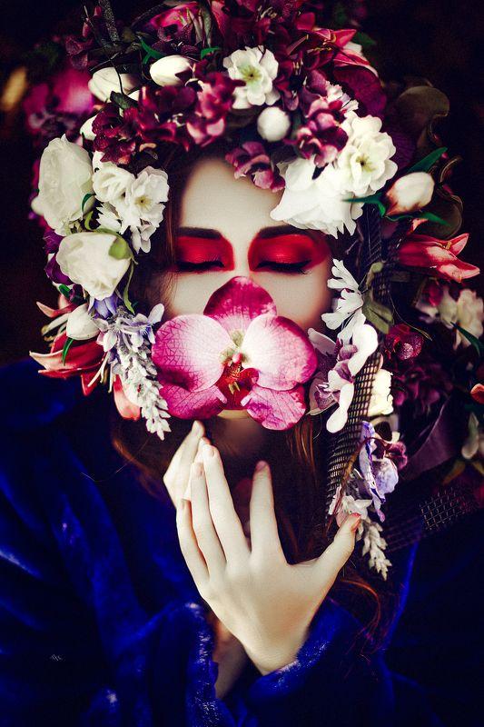 woman, portrait, flowers Toutes les étoiles sont fleuriesphoto preview