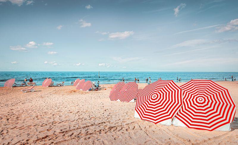пляж, море, ветер, зонты, песок, бельгия, де панн *Против ветра*photo preview