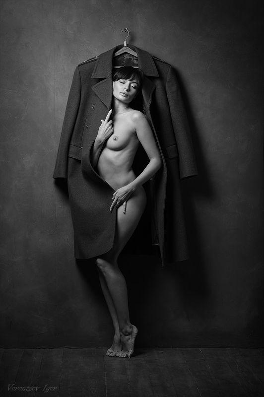 ню, девушки, грудь, обнажённая, шинель photo preview